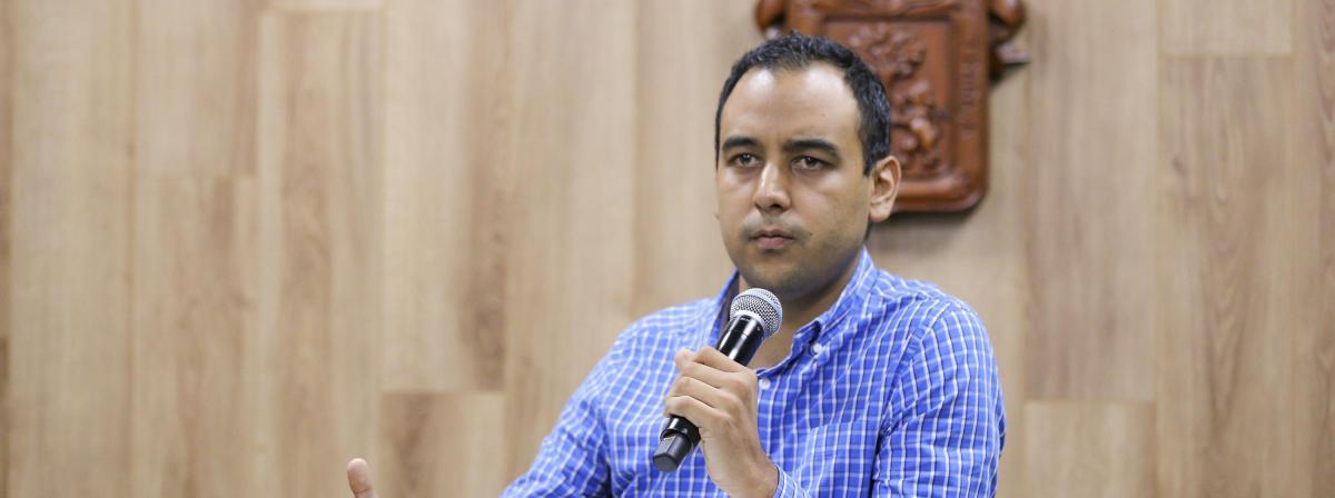 El Presidente de la Federación de Estudiantes Universitarios, Jesús Medina Varela, durante la rueda de prensa